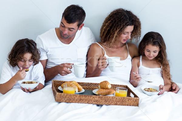 Сток-фото: семьи · завтрак · кровать · домой · дома · человека