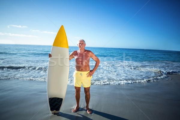 シニア 男 ポーズ サーフボード ビーチ 幸せ ストックフォト © wavebreak_media