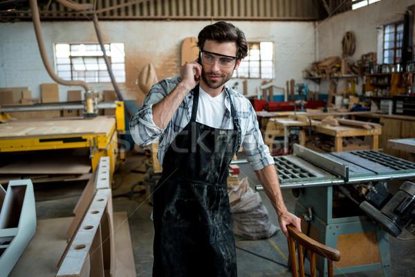 Carpintero llamando alguien polvoriento taller teléfono Foto stock © wavebreak_media