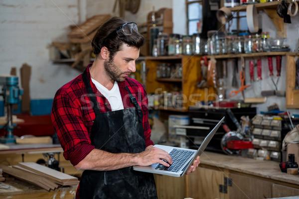 Marangoz çalışma bilgisayar atölye adam ekran Stok fotoğraf © wavebreak_media