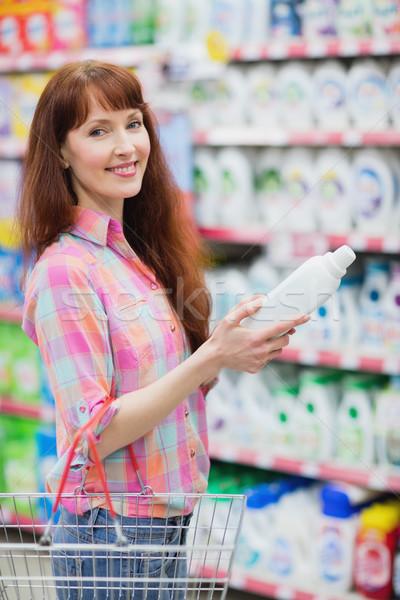 Portret vrouw wasmiddel supermarkt Stockfoto © wavebreak_media