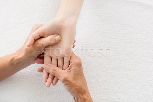 Afbeelding masseur hand massage vrouw spa Stockfoto © wavebreak_media