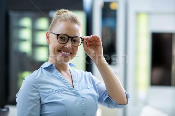 улыбаясь женщины клиентов зрелище портрет оптический Сток-фото © wavebreak_media