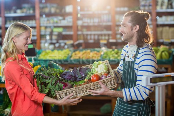 Erkek personel taze sebze kadın organik Stok fotoğraf © wavebreak_media