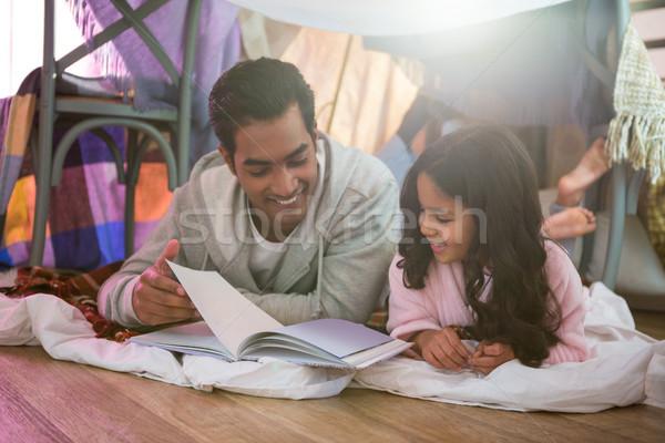 Pai filha leitura livro casa feliz Foto stock © wavebreak_media