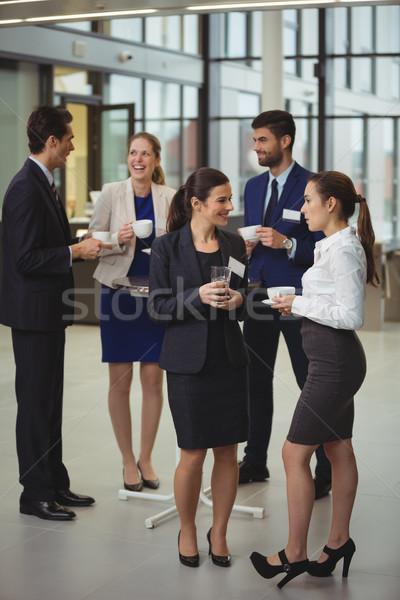 Grupo otro lobby oficina mujer Foto stock © wavebreak_media