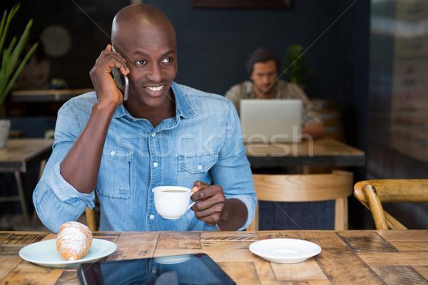 Férfi beszél telefon kávé kávéház asztal Stock fotó © wavebreak_media