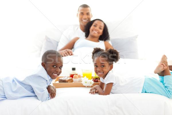 Alegre família café da manhã quarto casa menina Foto stock © wavebreak_media