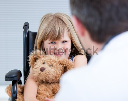 Médico sorridente pequeno meninos orelhas Foto stock © wavebreak_media