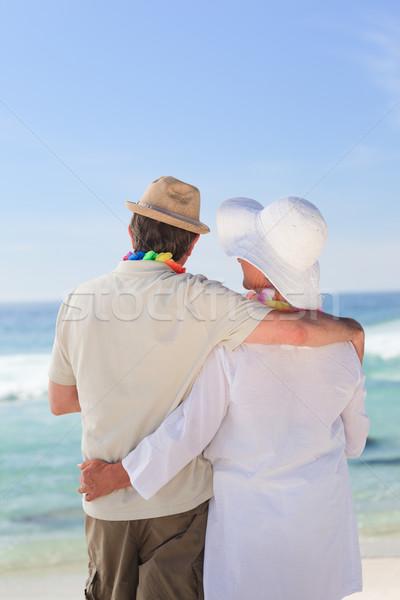 влюбленный пару глядя морем счастливым ходьбе Сток-фото © wavebreak_media