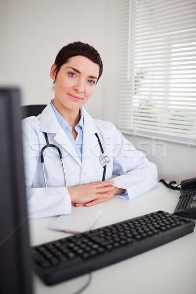 Ritratto medico guardando fotocamera ufficio sorriso Foto d'archivio © wavebreak_media