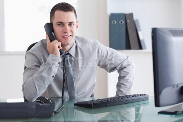 Zakenman luisteren voorzichtig bezoeker telefoon business Stockfoto © wavebreak_media