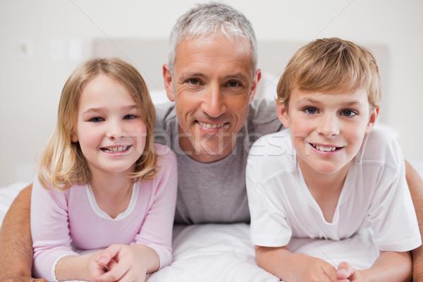 Gülen kardeşler baba poz yatak odası aile Stok fotoğraf © wavebreak_media