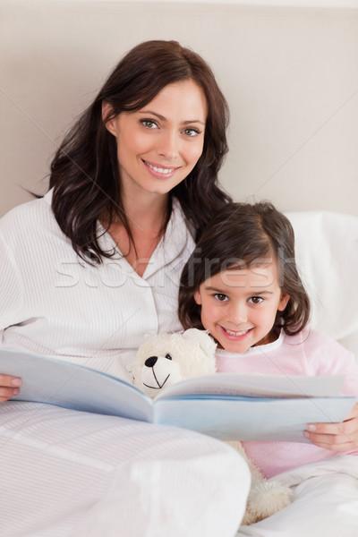 Stok fotoğraf: Portre · mutlu · anne · okuma · öykü · kız