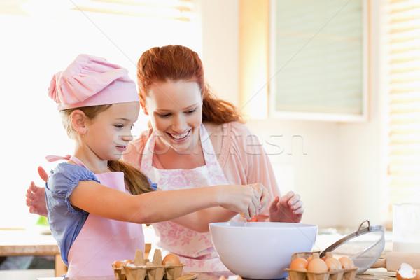 Madre hija cookies junto nina sonrisa Foto stock © wavebreak_media