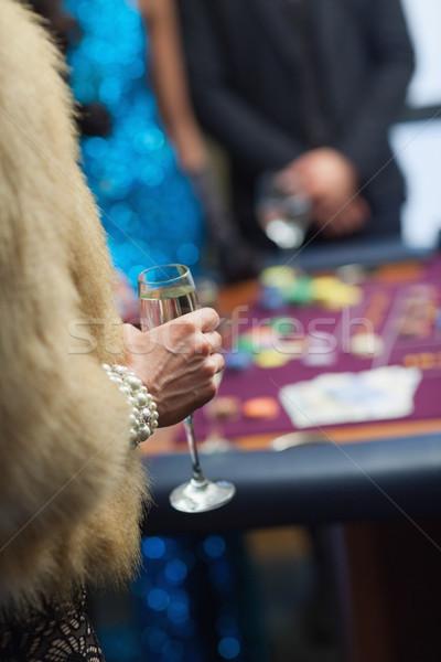женщину шуба шампанского стекла рулетка таблице Сток-фото © wavebreak_media