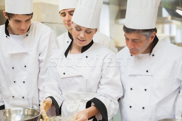 Stagiaire chefs apprentissage cuisine mains Photo stock © wavebreak_media