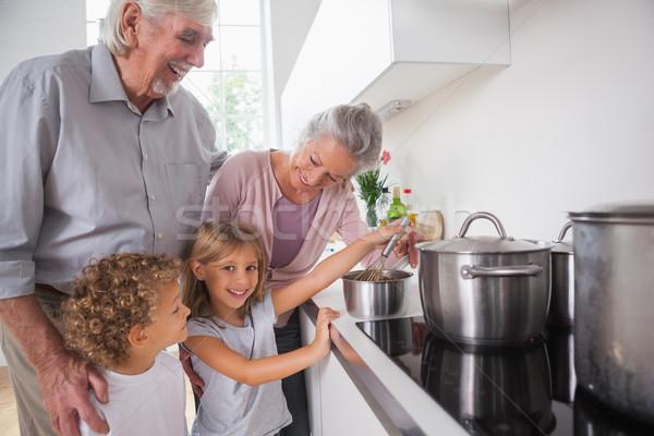 Gyerekek főzés nagyszülők boldog konyha ház Stock fotó © wavebreak_media