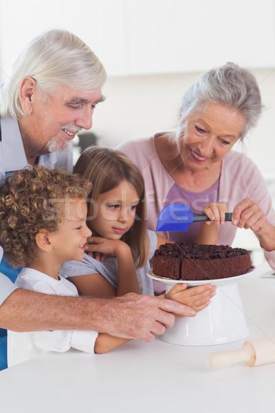 Gyerekek cukormáz torta konyha nagyszülők boldog Stock fotó © wavebreak_media