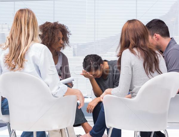 Psikolog kadın ağlayan grup tedavi Stok fotoğraf © wavebreak_media