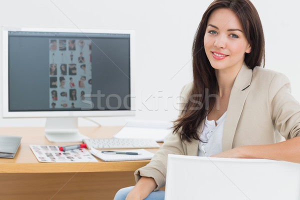 Femminile artista seduta desk computer ufficio Foto d'archivio © wavebreak_media