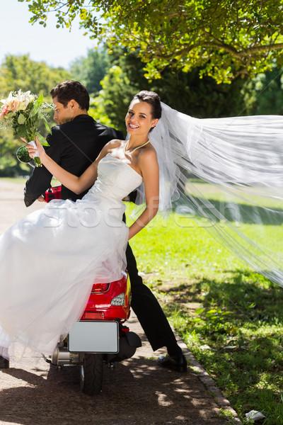 Recém-casado casal sessão parque Foto stock © wavebreak_media