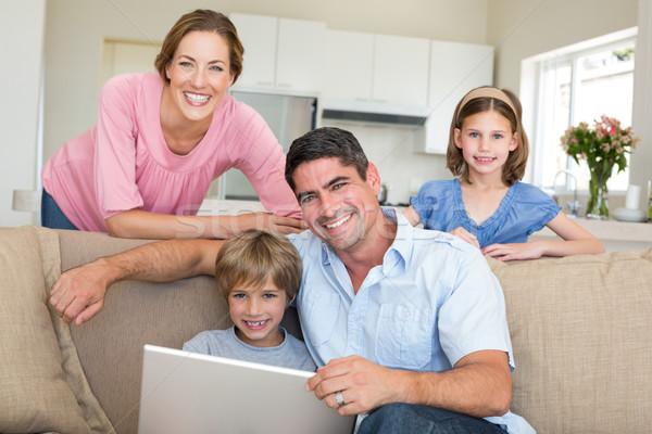 笑みを浮かべて 家族 ラップトップを使用して 座って ルーム 肖像 ストックフォト © wavebreak_media