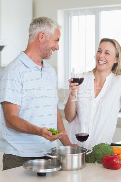 Nevet pár készít vacsora együtt otthon Stock fotó © wavebreak_media