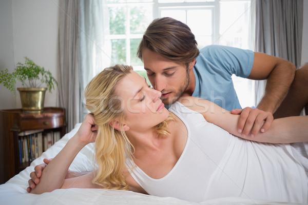 Photo stock: Cute · couple · détente · lit · baiser · maison