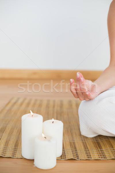 Mujer sesión loto plantean blanco Foto stock © wavebreak_media