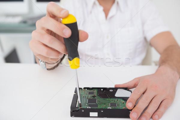 Számítógép mérnök dolgozik törött processzor csavarhúzó Stock fotó © wavebreak_media