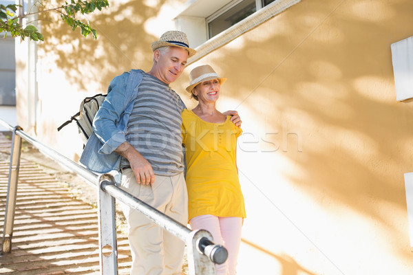 Gelukkig toeristische paar lopen stad Stockfoto © wavebreak_media