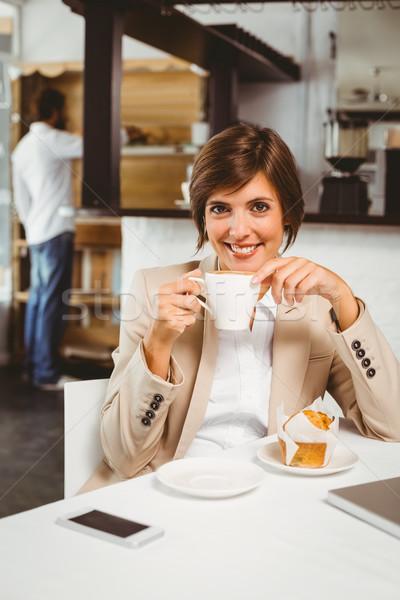 Ziemlich Geschäftsfrau arbeiten Pause Cafeteria Computer Stock foto © wavebreak_media