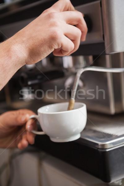 Közelkép barista készít csésze kávé kávézó Stock fotó © wavebreak_media