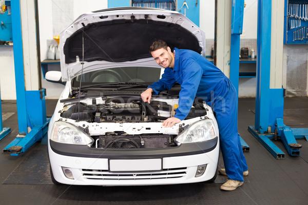 メカニック 調べる 車 自動車修理 ガレージ サービス ストックフォト © wavebreak_media