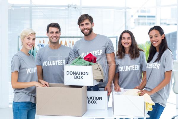 önkéntesek adomány portré boldog barátok férfi Stock fotó © wavebreak_media