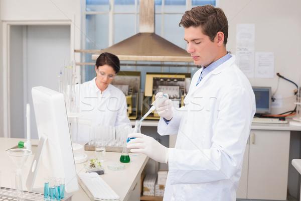 Scienziati lavoro provetta laboratorio donna medici Foto d'archivio © wavebreak_media