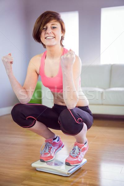 Szczupły kobieta skali sofa kobiet Zdjęcia stock © wavebreak_media