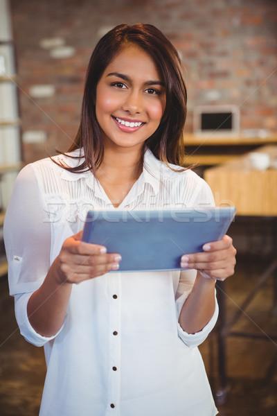 улыбаясь молодые деловая женщина таблетка служба Сток-фото © wavebreak_media