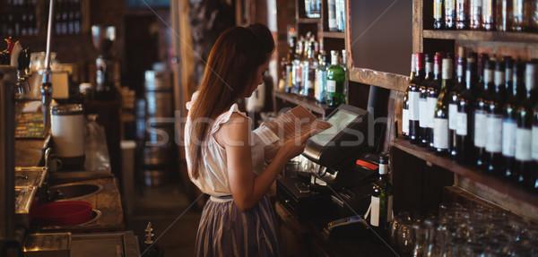 Weiblichen bar zärtlich schauen Menü Veröffentlichung Stock foto © wavebreak_media