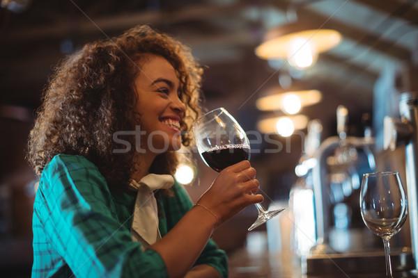 Nő borozó pult mosolygó nő üzlet bár Stock fotó © wavebreak_media