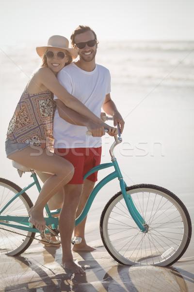 Portre gülen çift bisiklet kıyı plaj Stok fotoğraf © wavebreak_media