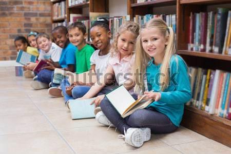 Heureux enseignants bibliothèque école livre Photo stock © wavebreak_media