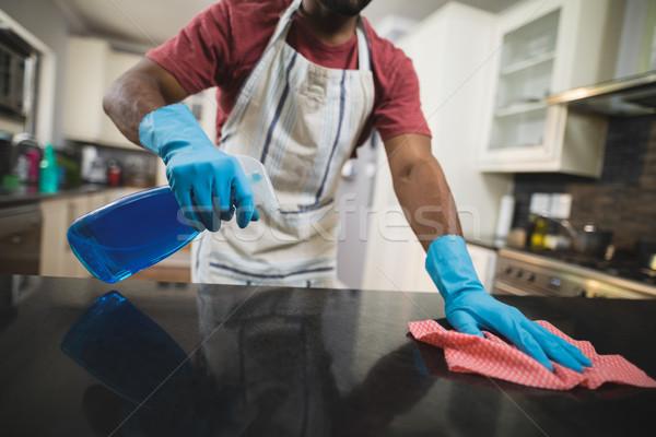 Középső rész férfi takarítás márvány pult konyha Stock fotó © wavebreak_media