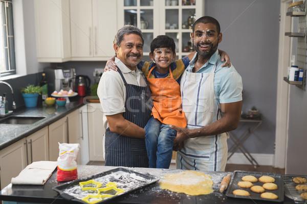 Portret szczęśliwy rodziny stałego wraz kuchnia Zdjęcia stock © wavebreak_media