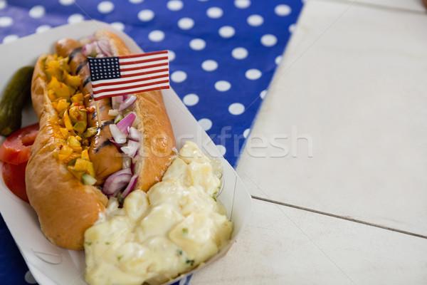 Bandiera americana hot dog tavolo in legno primo piano alimentare blu Foto d'archivio © wavebreak_media