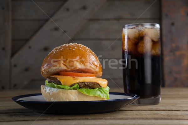 Hamburger plaka cam soğuk içecek tablo gıda Stok fotoğraf © wavebreak_media