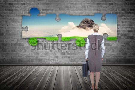 Erkek tırmanma yeşil duvar tam uzunlukta Stok fotoğraf © wavebreak_media