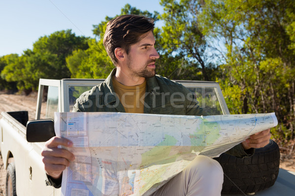 Man kaart af weg voertuig Stockfoto © wavebreak_media
