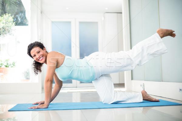 Mosolyog terhes nő előad jóga matrac teljes alakos portré Stock fotó © wavebreak_media